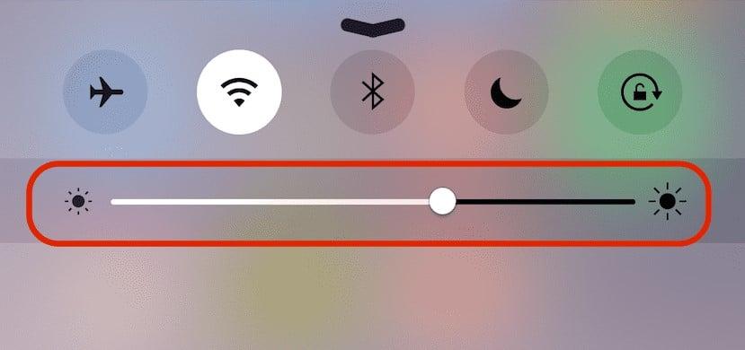 Bajar el brillo de la pantalla en el iPhone