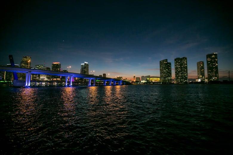 El paisaje nocturno de Miami - Tetsu Esposito